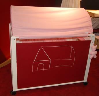 umbaubare Babywiege: Wiege, Wickeltisch, Laufstall und Spielhaus in einem