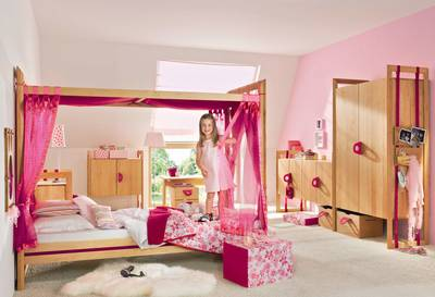 mitwachsendes kinderzimmer aus massivholz wohnen. Black Bedroom Furniture Sets. Home Design Ideas