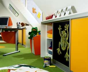 Raumplus Schwebetürenschrank fürs Kinderzimmer