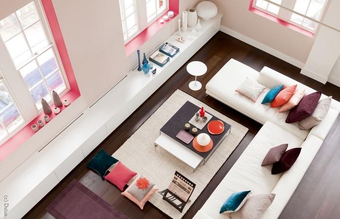Weiße Wände Und Farbakzente Farbige Wände Verbreiten Eine Stimmunsvolle  Atmosphäre, Aber Nicht Jeder Raum Verträgt Einen Durch Und Durch Kräftigen  Farbton.